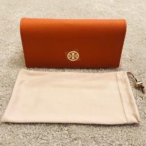 TORY BURCH | Sunglass Case 🌻